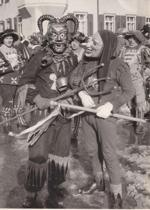 Brunnenhansele_Walter_Kühn_Fasnacht_1957 a