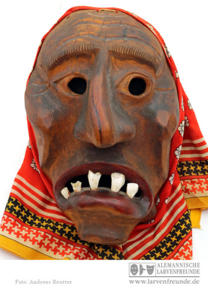 Butzi Flums Holzmaske