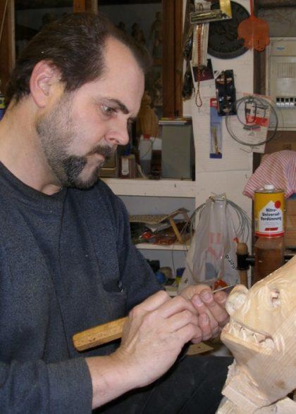 Maskenschnitzer Bildhauer Roth