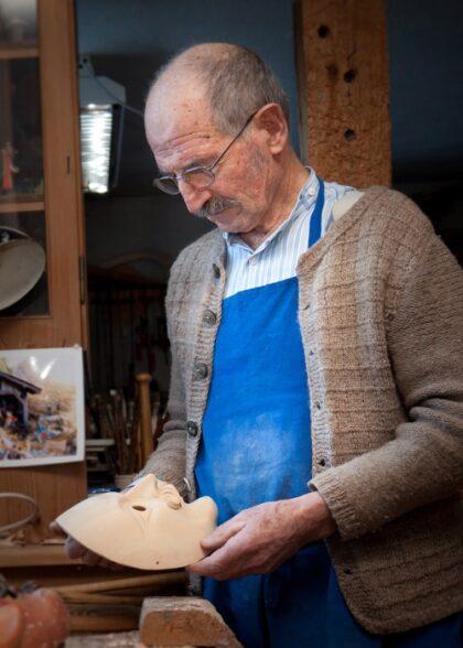 Maskenmuseum Bildhauer Maskenschnitzer Buchwieser