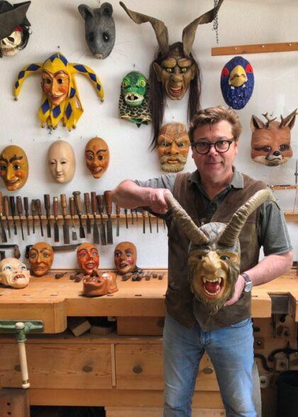 Bildhauer Holzer Titisee Maskenschnitzer