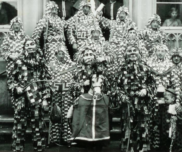 1933 Gruppenbild, buntes Rössle Fasnetsverkünden