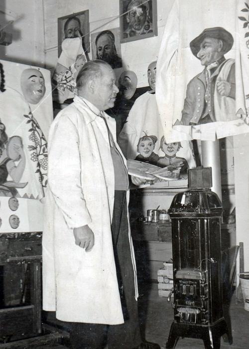Karl Fuoss in seinem Atelier, um 1955